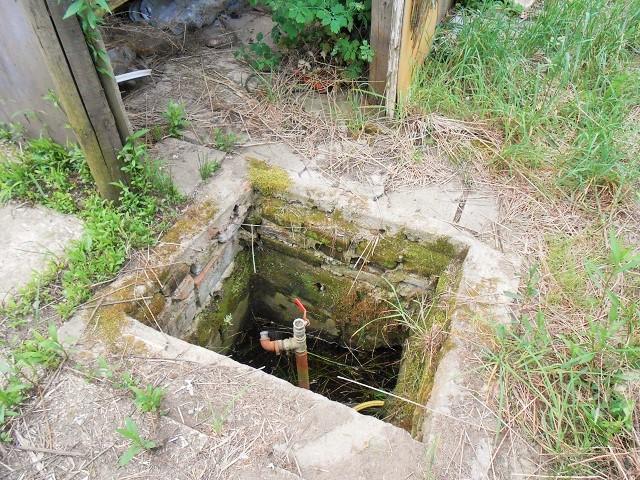 Studna s rozvody vody